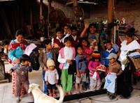 De bjöd in barn, som var i behov av hjälp och stöd, med sina mammor eller storasystrar hem till sig.